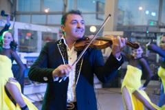 Презентация автомобиля  KIA Quoris в салоне официального дилера.  Скрипка - Тигран Петросян.