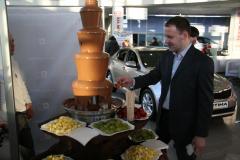 IПрезентация автомобиля  KIA Quoris в салоне официального дилера.  Шоколадный фонтан.